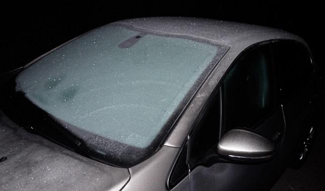 Imagen Sigue estos consejos si se ha congelado el parabrisas de tu coche.